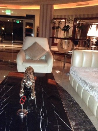 Premier Romance Boutique Hotel and Spa: reception sofas