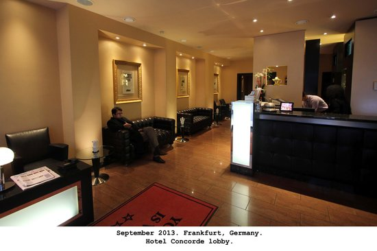 Hotel Concorde: Front desk & lobby