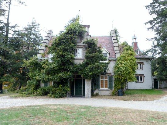 Sunnyside : house on a dreary day