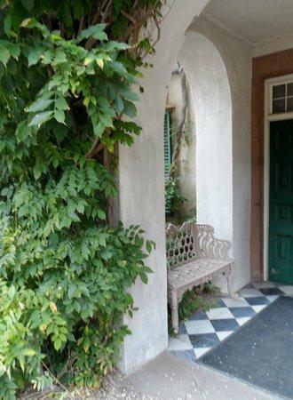 Sunnyside : entrance to the house