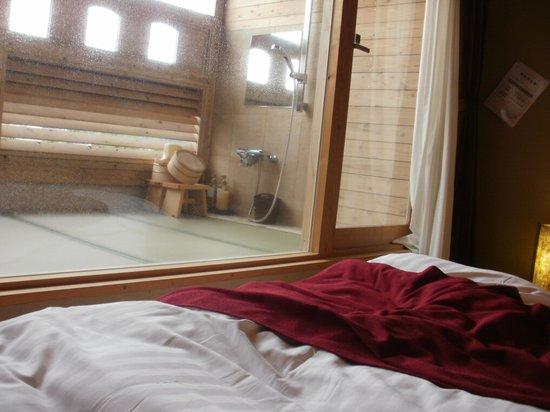 部屋 部屋 露天風呂 : 部屋と露天風呂: fotografía de ...