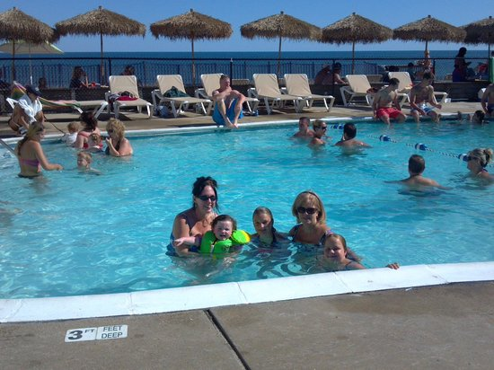 Royal Atlantic Beach Resorts: Hotel pool area