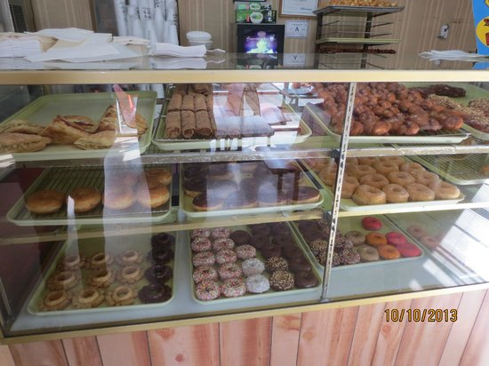Ronald's Donuts : display case