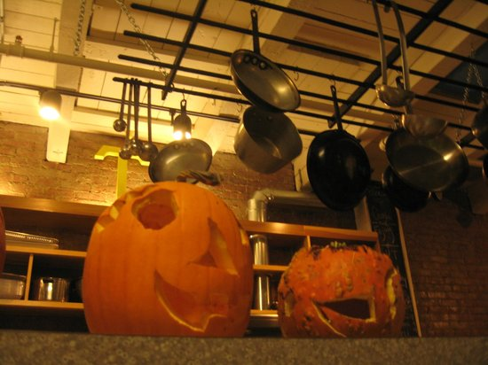 The Cleveland Hostel: Kitchen pots
