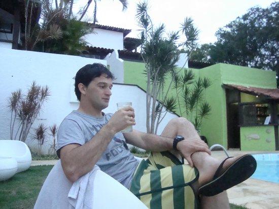 Buzios Arambare Hotel: tomando caipiriña en la pileta