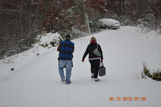 Iron Mountain Inn B&B: Looking for snow?  We do have it