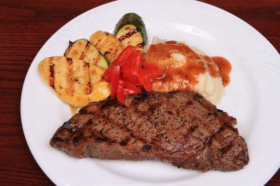 British Open Pub : Pub Sirloin Steak with mashed potatoes and our Sarazen veggies