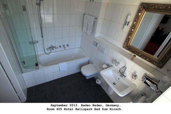 Heliopark Bad Hotel zum Hirsch: Nice bathroom in 405.