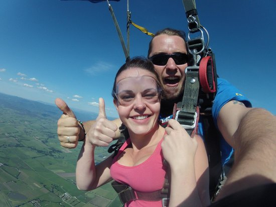 Skydive Yarra Valley: Thumbs up!