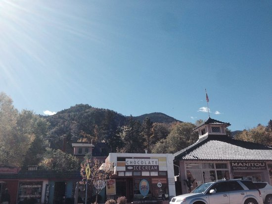 Coquette's Bistro & Bakery : By cog railway nice town