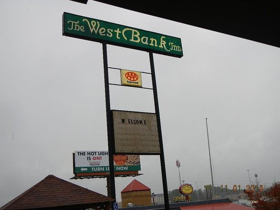 West Bank Inn: road sign