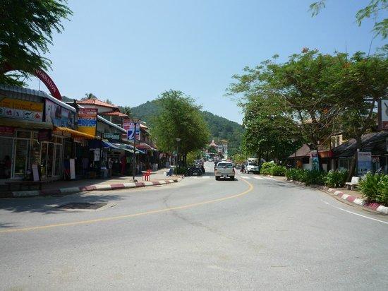 Aonang Villa Resort: ホテル前三差路①