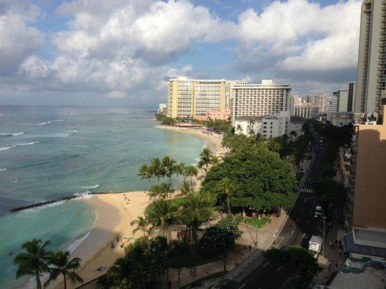 Pacific Beach Hotel: Room 1420 view west toward Ala Moana & Ewa