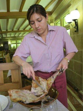 Terete : Sirviendo el cordero al horno