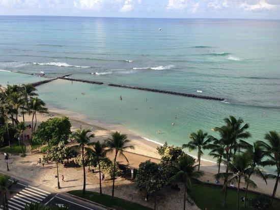 Pacific Beach Hotel: Room 1420 view of Kuhio Beach & breakwater