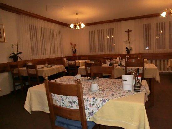 Hotel Weisshorn: ホテルのレストラン