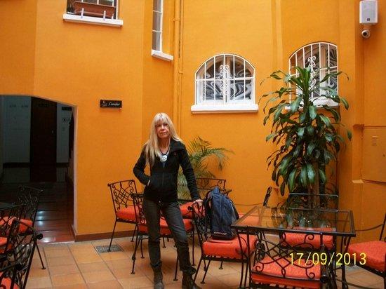 Ambar Hotel: Patio interno - Desayunador