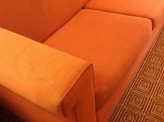 La Quinta Inn & Suites Ft Lauderdale Cypress Creek: horribly stained couch