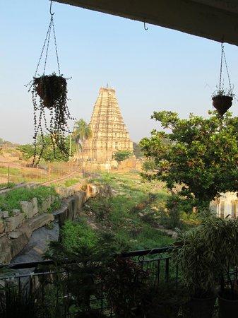 Padma Guest House : Virupaksha temple