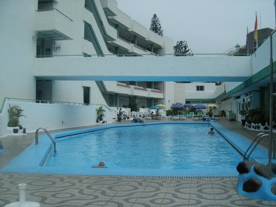 La piscina picture of atlantic mirage suites spa for Piscina la ballena tenerife