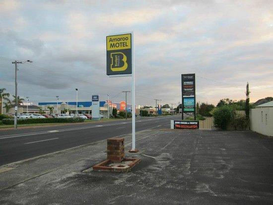 Amaroo Motel: Along Bussel HWY