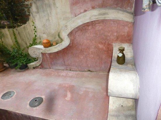 Old Capital Bike Inn: the cool seat nex to to outside bath