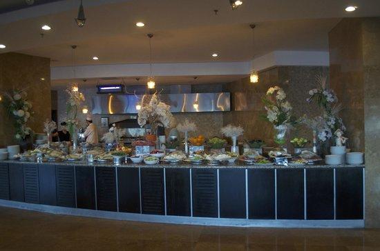 Charisma De Luxe Hotel : Breakfast buffet