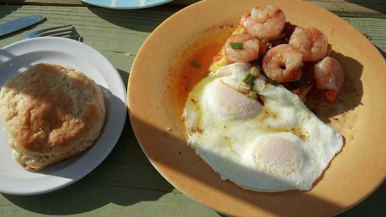 Granny's Country Kitchen : Shrimp and Grits with side of biscuits