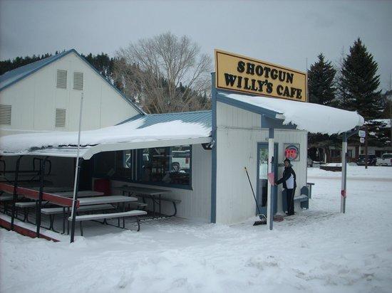 Shotgun Willie's: Christmas 2011 had great snow!