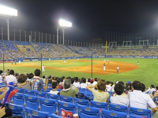 Jingu Baseball Stadium : chance to tie at end