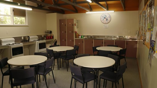 Sportsmans Lodge : Communal kitchen