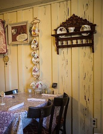 Columbia Kate's Teahouse: Wall in Tea House