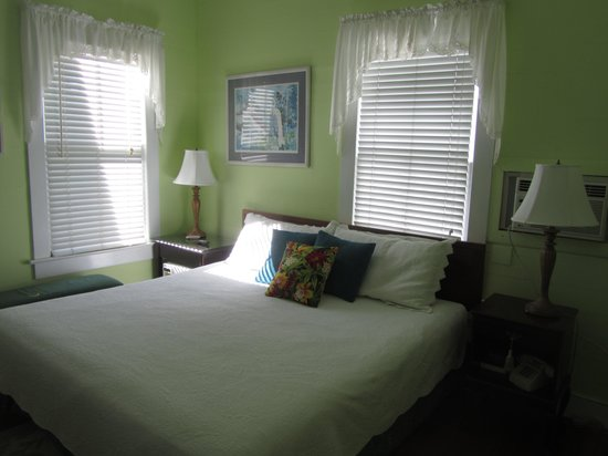 Curry House Bed and Breakfast: King bed