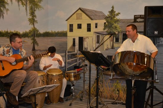 The Regatta Seafood and Steakhouse: The island sounds of Ray Theaux are perfect for this venue!