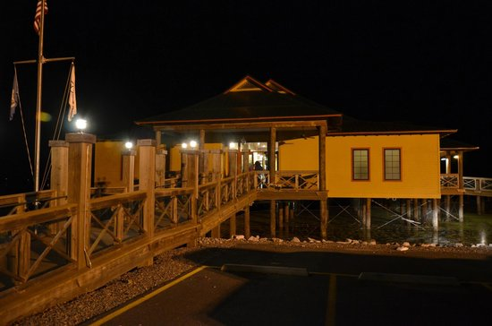 The Regatta Seafood and Steakhouse: Front at night