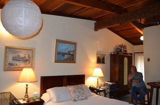 Cleone Gardens Inn : Lupine #2 room