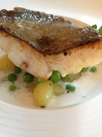Chateau Mont-Dol : White fish with peas & potatoes from the garden