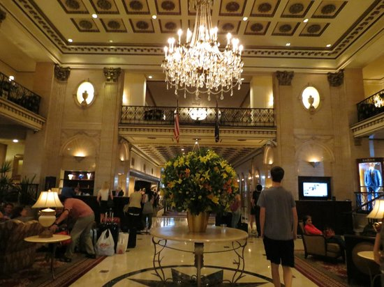The Roosevelt Hotel: View walking into the lobby