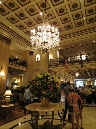 The Roosevelt Hotel: Lovely lobby area