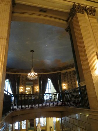 The Roosevelt Hotel: Upstairs sitting area viewed from the lobby