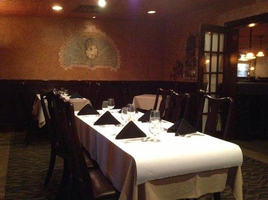 Giovanni's : Smaller dining room