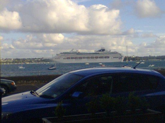 Platter : Cruise liner taken at table