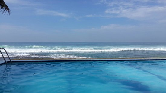 Nippon Villa Beach Resort : Nice view though the sea is rough