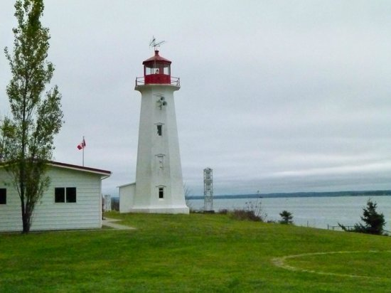 Tsa-Kwa-Luten Lodge: Cape Mudge Lighthouse