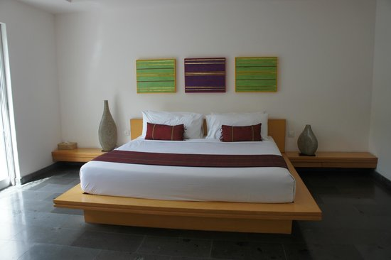 Bali Island Villas & Spa: King sized bed