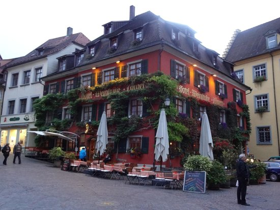 Weinstube Lowen: Loved staying here.  Our room is top, far right.