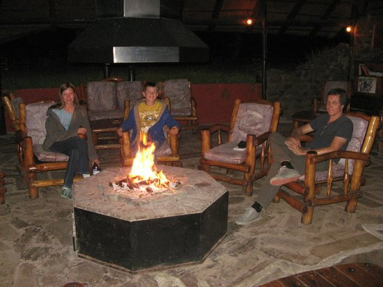 n'Kwazi Lodge & Camping Site: Indoor Fire after Dinner