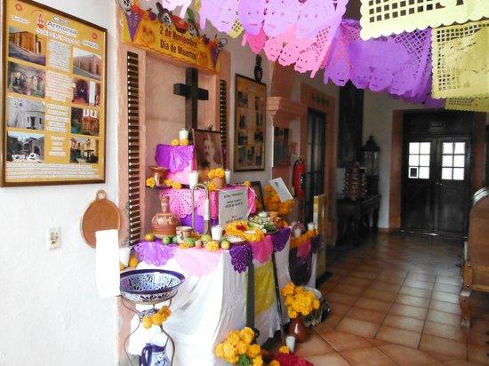 Casa Armonia: Altar de Muertos