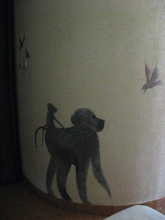 Amboseli Serena Safari Lodge: Art on walls