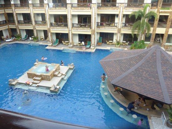 Henann Regency Resort & Spa: Pool view from East Wing level 2